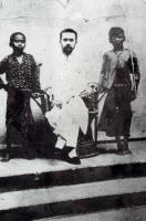 Albert Calmette et deux enfants malais traités contre la rage en 1891