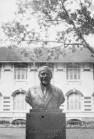 Buste d'Albert Calmette à l'Institut Pasteur de Saïgon