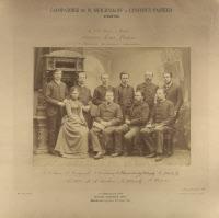 Elie Metchnikoff (1845-1916) entouré de sa femme et de ses collaborateurs en 1890. Photo Eugène Pirou.