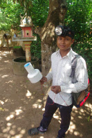Technicien de l'équipe de virologie de l'Institut Pasteur du Cambodge sur le terrain