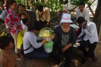 Une infirmière d'une équipe mobile de l'Unité d'Epidémiologie et de Santé Publique de l'Institut Pasteur du Cambodge sur le terrain