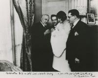 Albert Calmette administrant le BCG buccal à un nouveau-né en 1931