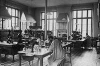 """""""L'Institut Pasteur noir sur blanc"""""""