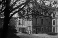 L'arrière du bâtiment historique de l'Institut Pasteur dans les années 1920.