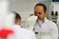 Travaux pratiques au cours de Mycologie médicale le 1er avril 2015.