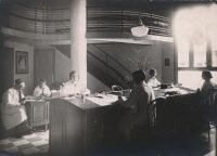 Salle du BCG, fichier et bibliothèque du BCG vers 1932
