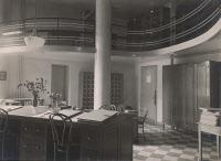 Salle du BCG, fichier et bibliothèque du BCG vers 1932.