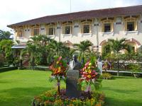 Buste d'Albert Calmette dans les jardins de l'Institut Pasteur d'Hô-Chi-Minh-Ville au Vietnam
