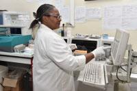 Laboratoire de biochimie au Centre Pasteur du Cameroun.