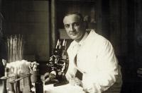 Jean Laigret (1893-1966) au laboratoire
