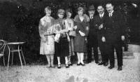 Albert Calmette et René Dujarric avec leurs épouses et trois autres amis.