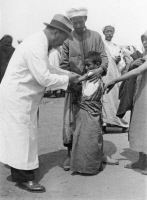 Séance de vaccination à Petit-Jean (Sidi Kacem , Maroc) en 1935