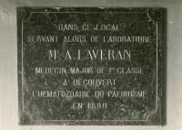 Plaque en hommage à Laveran