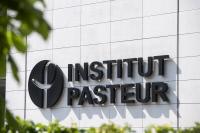 Logo de l'Institut Pasteur sur la façade du CIS