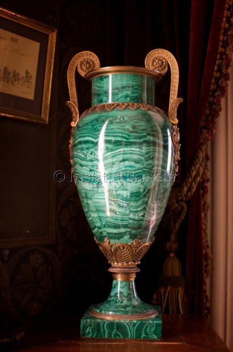 Vase en malachite offert à Louis Pasteur par le Prince d'Oldenburg en 1892