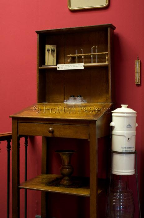 Table pupitre dans l'appartement de Louis Pasteur