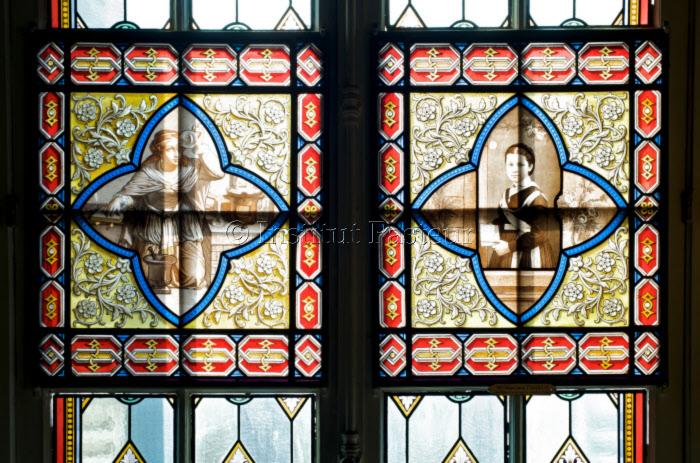 Vitraux au musée Pasteur : Allégorie de la Chimie et Marie-Louise Pasteur