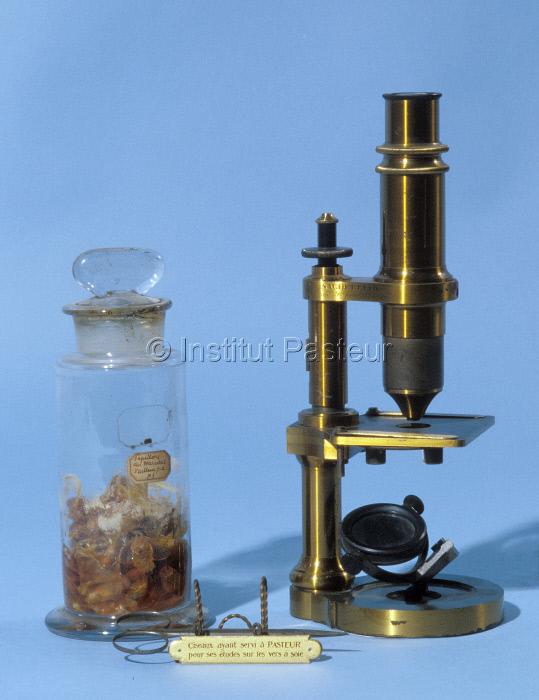 Instruments pour l'étude des maladies des vers à soie vers 1865