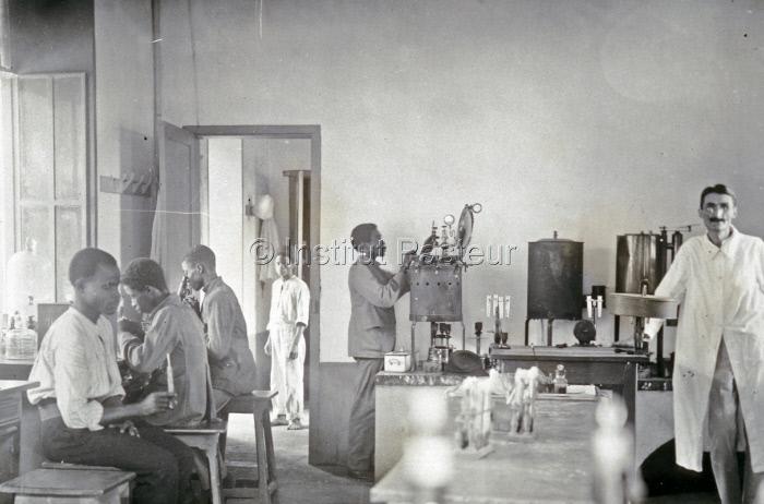 Laboratoire à l'Institut Pasteur de Brazzaville en 1922