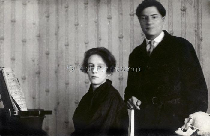 Antonina Guelin née Chtdedrina (1904-1988) posant avec son mari Marcel Guelin vers 1930