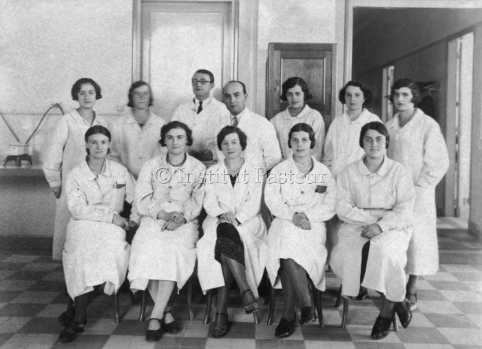 Equipe des laborantines des laboratoires de la tuberculose en octobre 1931