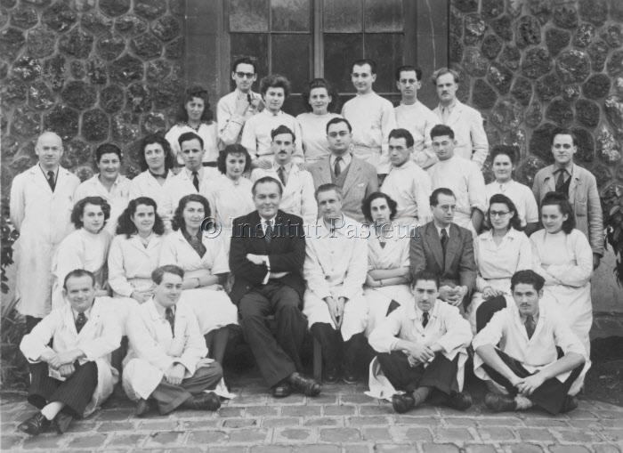 Service de chimie biologique dirigé par Michel Macheboeuf (1948)