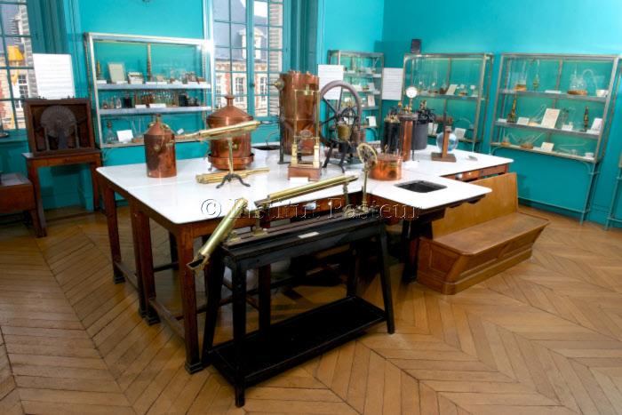 Salle des souvenirs scientifiques au musée Pasteur, Paris