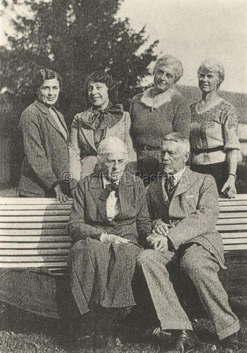 Serge Winogradsky sa femme et leurs 3 filles en 1935