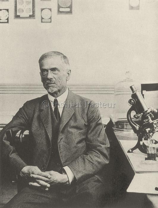 Serge Winogradsky dans son laboratoire à Brie en 1923