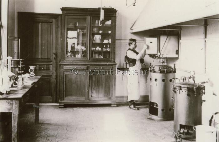 Laboratoire à l'Institut Pasteur du Brabant, Bruxelles vers 1905