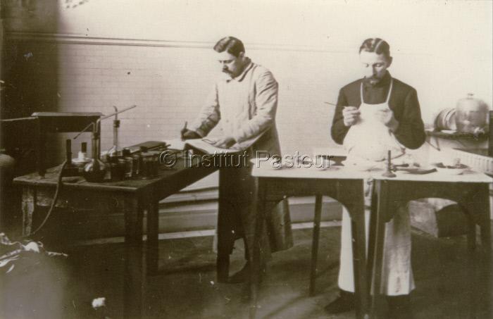 Laboratoire à l'Institut Pasteur du Brabant à Bruxelles vers 1905