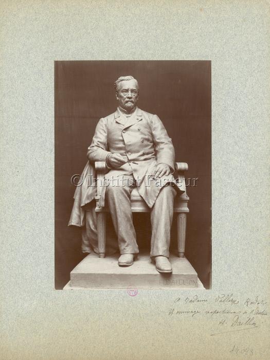Photographie de la statue pour le Monument à Louis Pasteur à Arbois