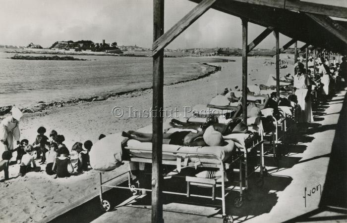 Sanatorium marin de Roscoff vers 1930. Carte postale.