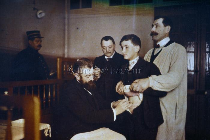 Vaccination antirabique au service de la rage de l'Institut Pasteur.